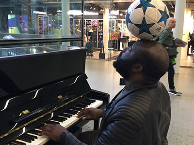 Playing St Pancras Piano